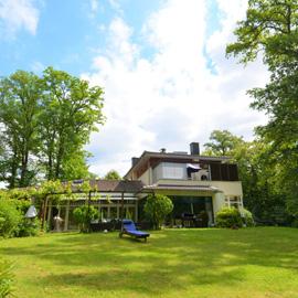 Wunderbare Familien-Villa auf Parkgrundstück