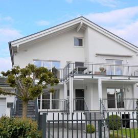 Hochwertiges 2-Familien-Haus in ruhiger Feldrandlage