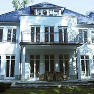 Exklusive Dachgeschosswohnung in Villa