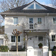 Idyllisch gelegene, stilvolle Villa in Bestlage