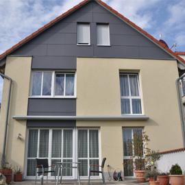Modernes Einfamilienhaus mit Terrasse, Garten + Garage