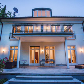 Luxuriöse Villa im klassischen Stil