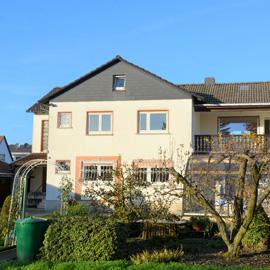 Ehepaar gesucht - 4 Zimmer-Wohnung - mit Küche, Bad, Balkon